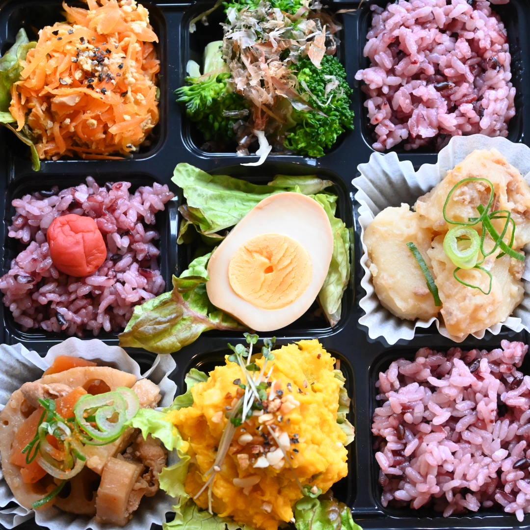 おまかせおばんざい6品と黒米入ご飯セット